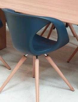 flo chair blue
